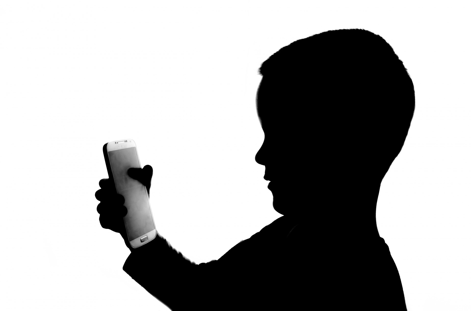 Kids addicted with Mobile phone lead to Dry Eye